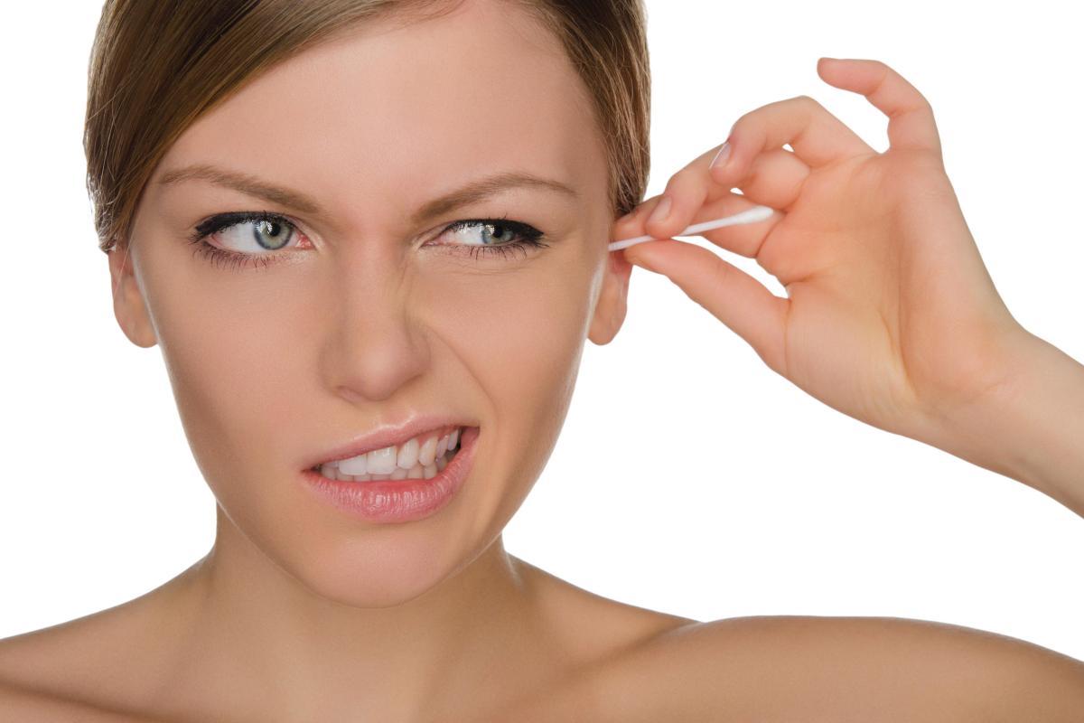 Почему закладывает уши при простуде