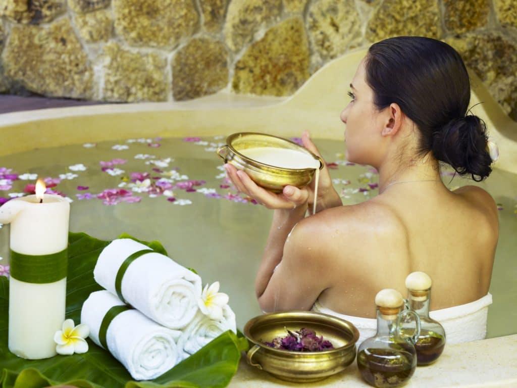 Ванны с лекарственными сборами и эфирными маслами