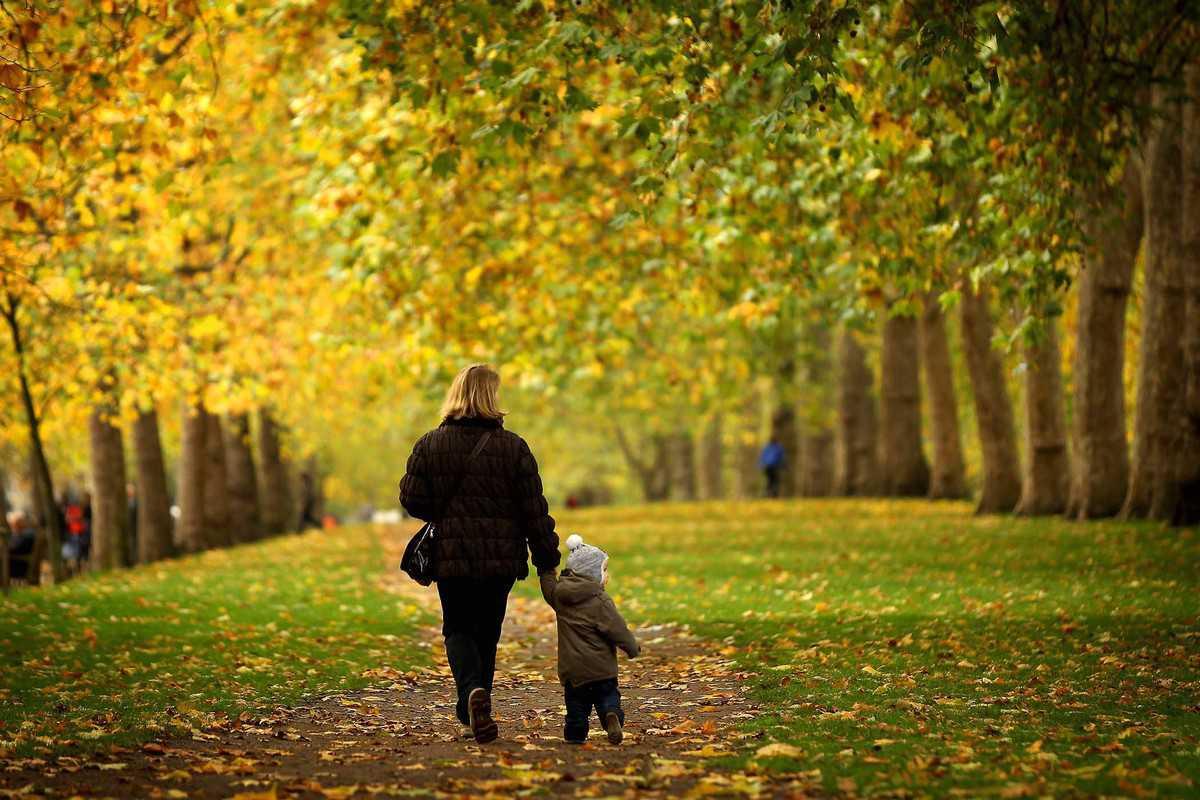 Можно ли при простуде гулять с ребенком?