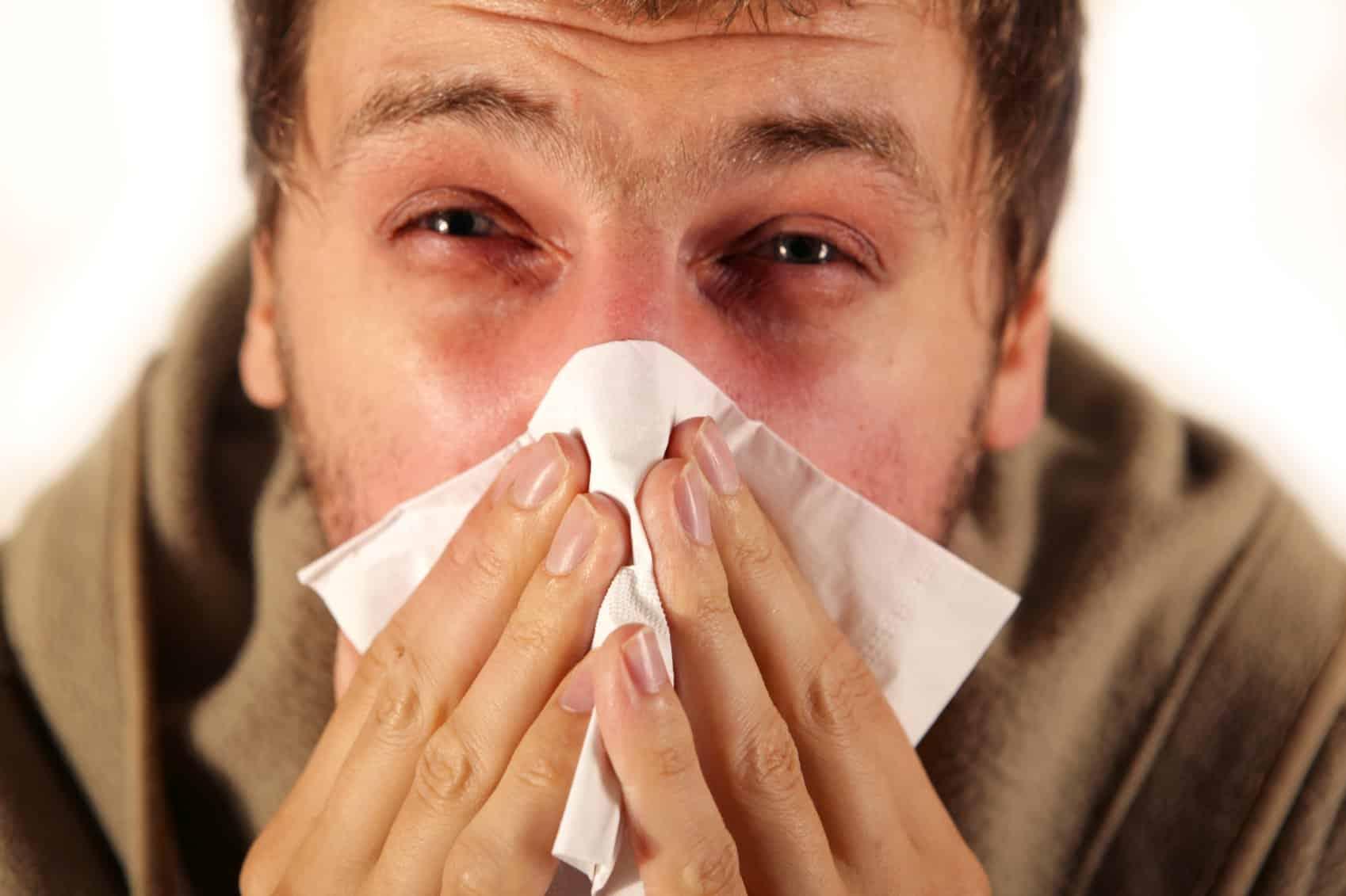 Насморк: симптомы и почему не стоит тянуть при обнаружении ринита