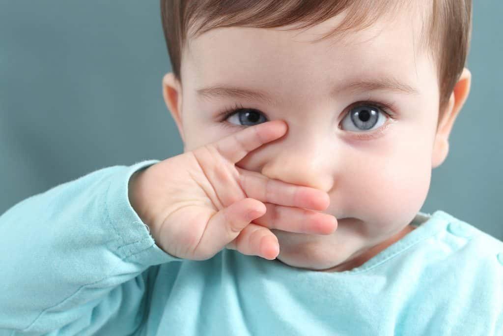 Сопли у новорожденного грудничка что делать как лечить