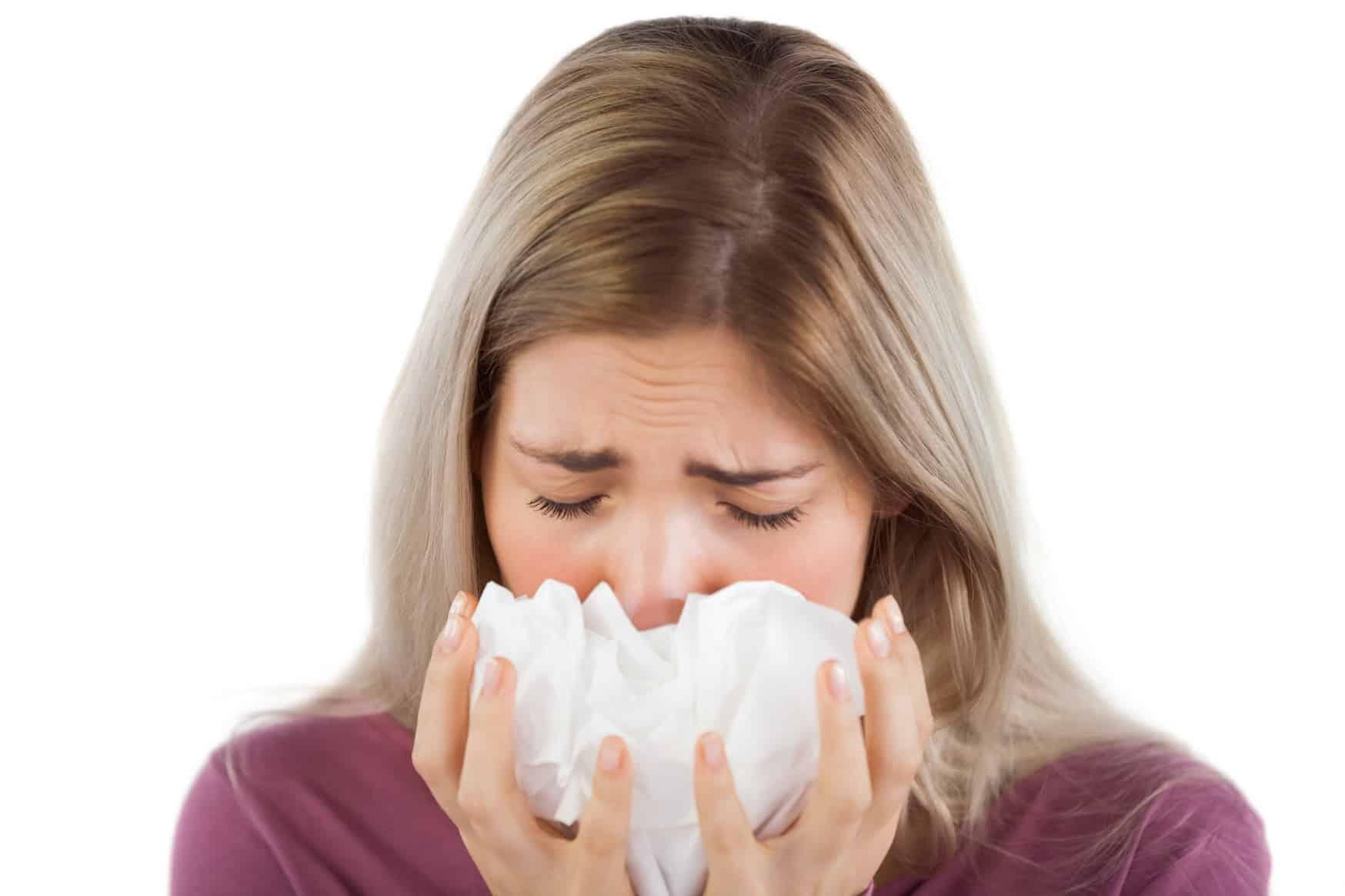 почему течет из носа прозрачная жидкость