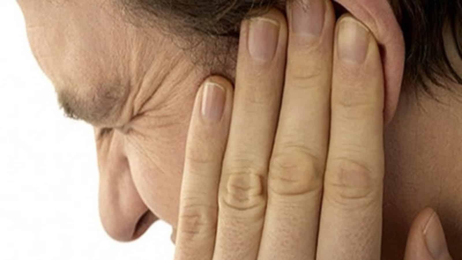 Как быстро снять заложенность ушей во время насморка?